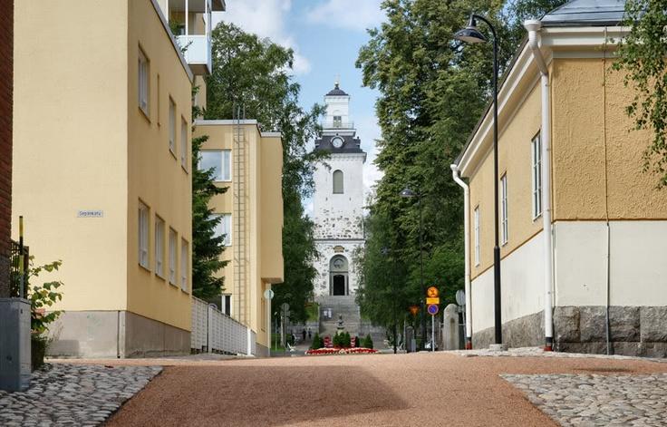 Vahtivuorenkatu leading to Cathedral main door in Kuopio.