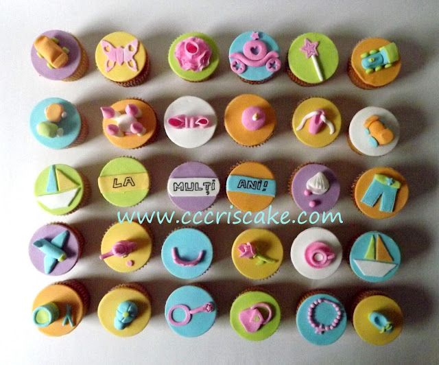Torturi artistice: Boys and girls cupcakes