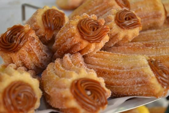 Uy, churros con dulce de leche..!!!  I would love one of these right now!  How I miss Uruguay and it's delicious food!!!