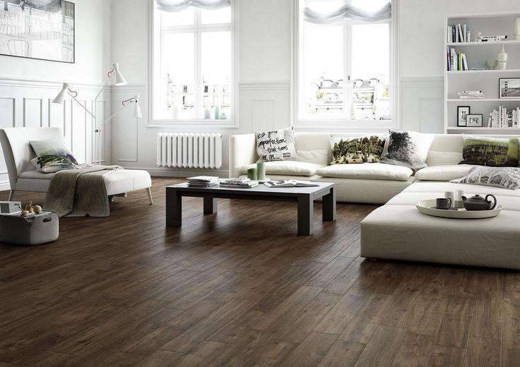Warme vloer van hout tegels (keramisch parket)