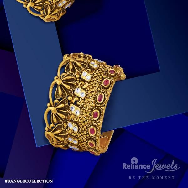 #BANGLECOLLECTION Every bangle will have a tale to tell. Reliance Jewels Be The Moment. www.reliancejewels.com  #reliance #reliancejewels #indianjewellery #beautiful #bridal #neverendingtrend #bethemoment #beyou