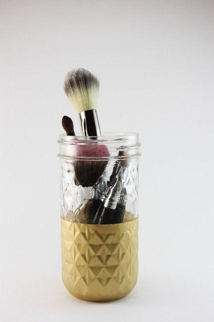 Simple DIY makeup brush holder - just paint the bottom ...