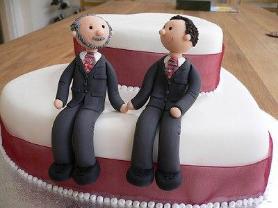 These funky ties were so much fun to make. Don't they make a gorgeous couple on their cake! :-)