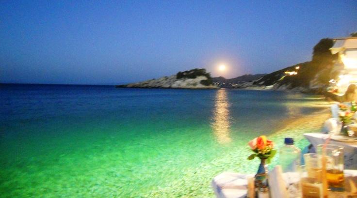 Kokkoras tavernadaki akşam yemeği... Deniz ve mehtap sordular onu, ama yoktu:)