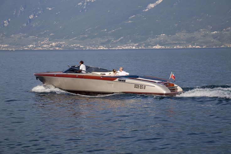 The boat of Villa Feltrinelli on the Lake Garda. #lake #garda #boat #villafeltrinelli #grandhotel #italy #trip #relax