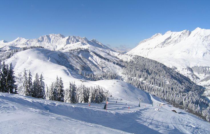 Magnifique vue sur l'Etale et la Chaîne des Aravis depuis le Christomet...Domaine skiable Les Portes du Mont-Blanc www.lesportesdumontblanc.fr