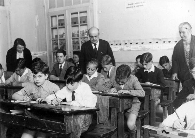 Antes de 1974, os exames da 4ª classe eram assim. Consegue resolver o de Matemática? - Dinheiro Vivo