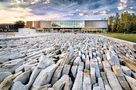 bibliothèque Raymond-Lévesque de Longueuil (Saint-Hubert) au Quebec