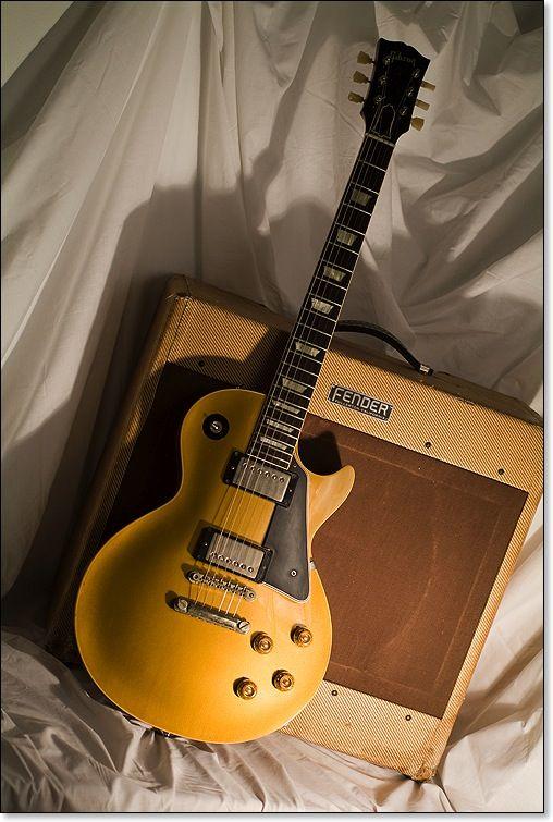 Gold Les Paul