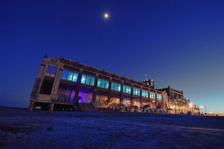 Moon rising. Visited #AsburyPark today after work for a photo adventure with @stef_livs. Walked around to see the murals have a beachside dinner and even bumped into @ksulphoto. Not too shabby for a Thursday night. What midweek adventure spots do you like to visit? #NJspots  Nikon D5500; 12mm  Edited with @enlightapp