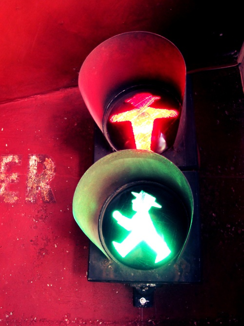 Apelmänchen :) Unique and only in #Berlin:  Stoplight