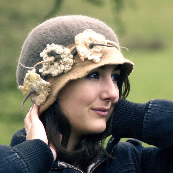 $94 made to order perfection! 1920s Felt Hat A Felted Hat Cloche hat Flapper Hat taupe by jannio