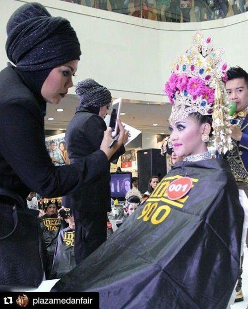 Sisa keseruan tadi malam   #Repost @plazamedanfair ・・・ Penilaian para peserta Inez Beauty Awards  #inezgonusantara  #beautyaward  #PlazaMedanFair #inez #inezcosmetics #inezcosmetic #inezkosmetik #beauty #instamakeup #instagram #instapic #instavideo #indonesia #indonesianbrand #localbrand #cosmetic #cosmetics #makeupjunkie #makeup #skincare #kosmetyki #freegift #photooftheday #partytime #instagood #instago #beautycontest #InezLovers