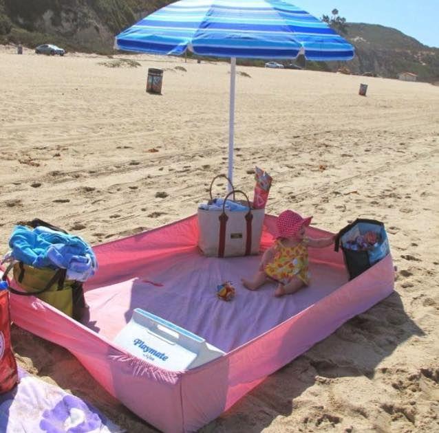 Hoeslaken mee naar het strand! Zo blijven spullen (en baby) 'relatief zandvrij'!