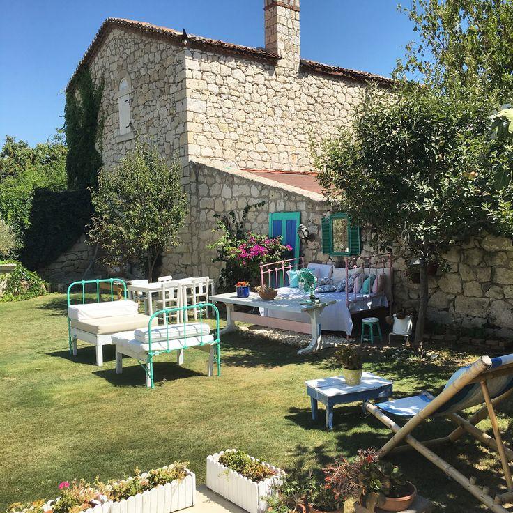 Hello @kesreotel_alacati otelciler ✌️ çok sevimli bir bahçe değil mi?☺️☎️0232-7160606 fiyatları 360-460 tl arası. #cocukdostuoteller  www.kucukoteller.com.tr/kesre-otel