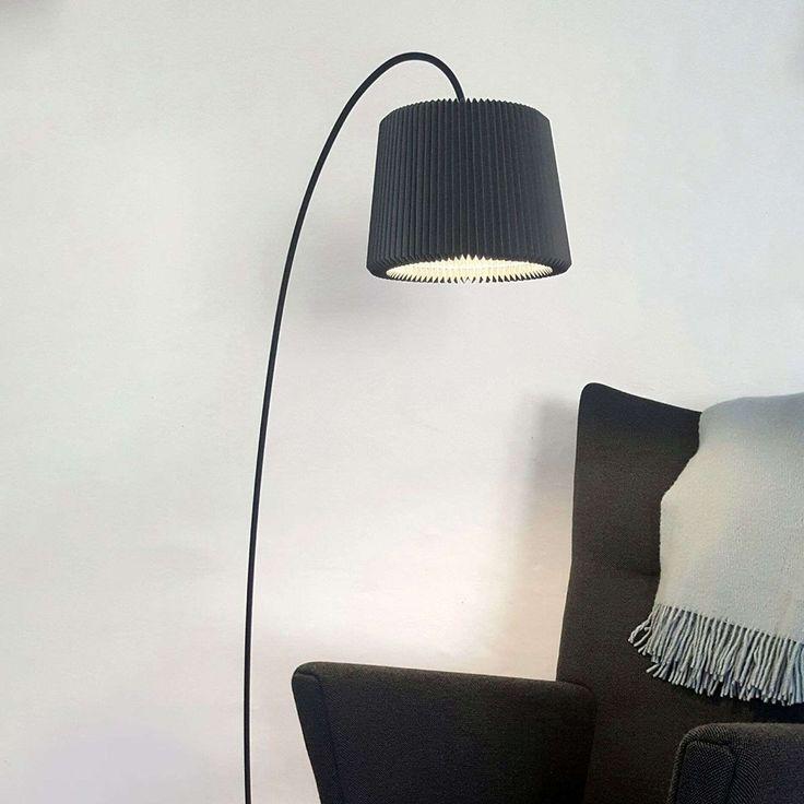 Le Klint Snowdrop Lampadaire En Papier Noir Lampadaire Lampadaire Exterieur Design Et Papier Noir