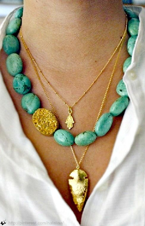 Love the gold accent stone! Layering chunky and dainty necklaces is so beautiful for summer.