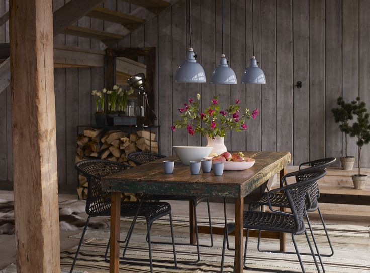 Embrace This Look: A Quirky Take on Transitional Spring Decor: rustic and modern elements - www.casasugar.com