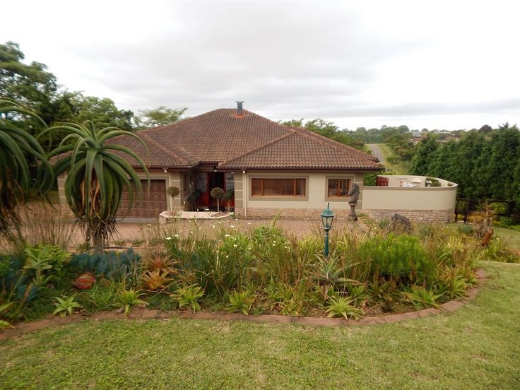 This exquisite home is perfectly positioned in Kirtlington Park with uninterrupted views. Contact Karen Salvesen 0824280991