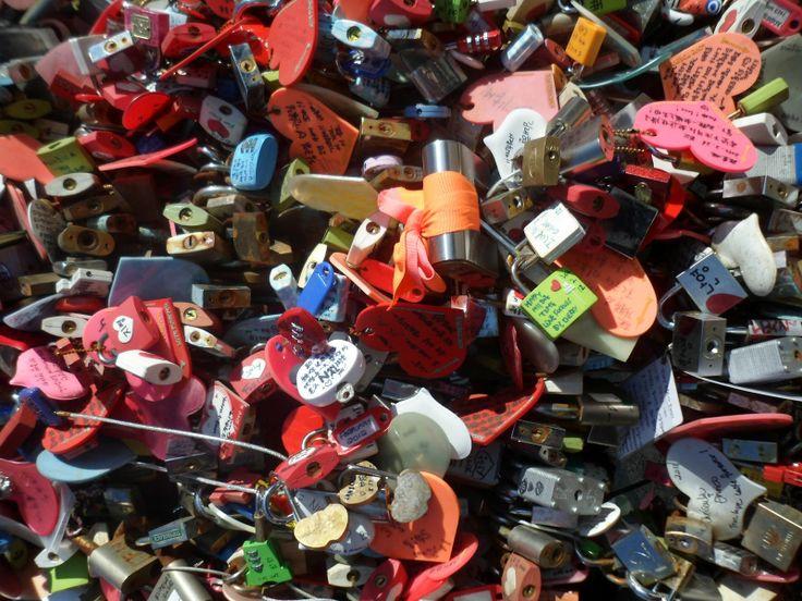 Semua Gembok Cinta
