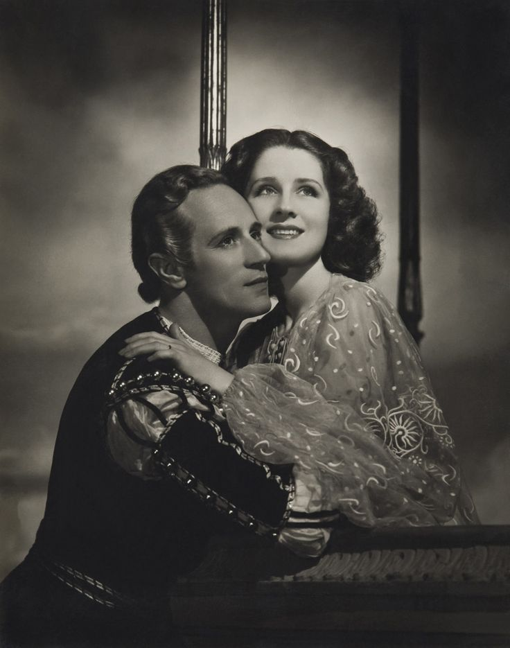 Leslie Howard and Norma Shearer in Romeo and Juliet, directed by George Cukor, 1936  Source: theredlist.com #Leslie Howard #Norma Shearer #Romeo and Juliet #1930s #1936 #shakespeare #costume