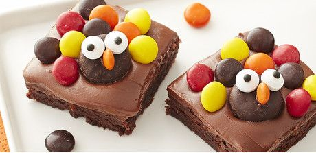Kids of all ages will have fun making and eating these cute turkey brownies.