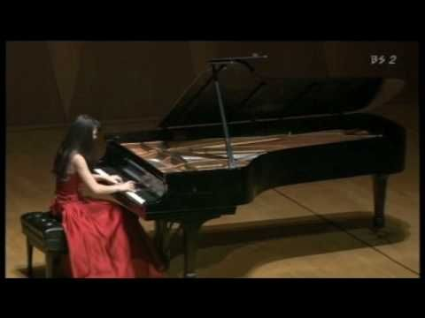 Alice Sara Ott plays Beethoven. While still under masterfull control, she seems always on the edge.