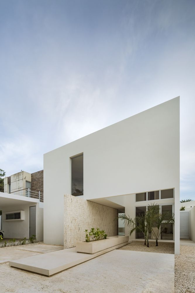 Gallery Of Monteblanco 26 House Warm Architects 7 In 2020 White Exterior Houses Architect Luxury House Designs