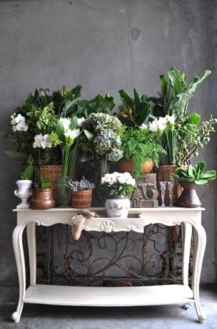 A green and white table display