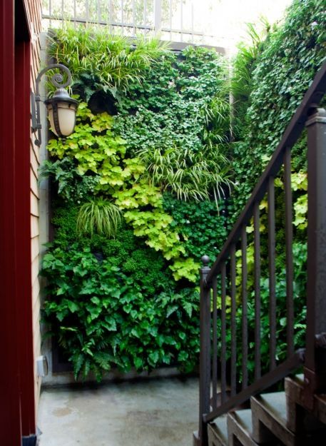 Fake but idea filled. Green walls are the perfect solution for covering an unsightly wall... ähnliche tolle Projekte und Ideen wie im Bild vorgestellt findest du auch in unserem Magazin . Wir freuen uns auf deinen Besuch. Liebe Grüße