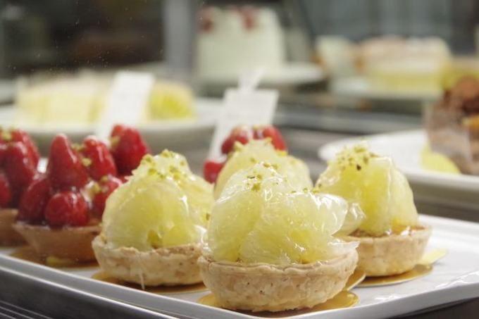 キャセロールの土佐文旦のタルト札幌市中央区にある「キャセロール」は、北海道野菜を使ったスイーツ作りに挑戦し続けるケーキ店。約10年前に開発した百合根のモンブランは人気のロングセラー