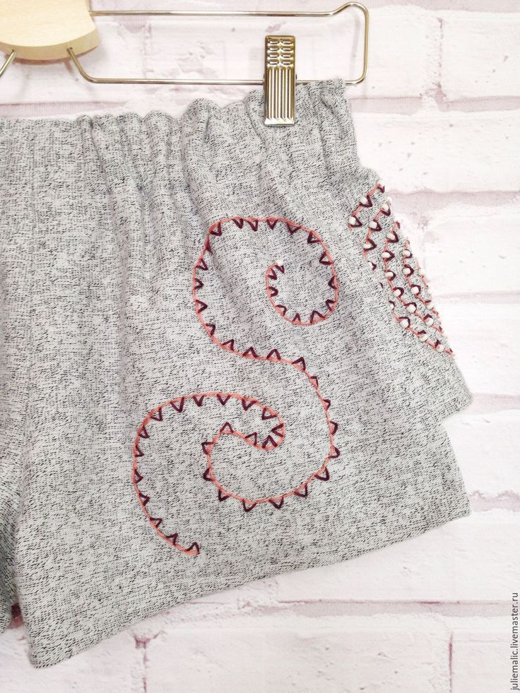 Купить Дизайнерские шорты, итальянский хлопок, декорированы вручную - короткие шорты, шорты, Женские шорты
