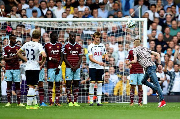 Fan runs onto pitch to take free-kick for Tottenham vs West Ham