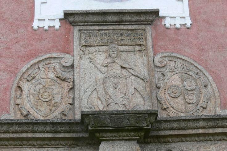 Slavonice_Friedhofskapelle_-_Portal_4_Weltenrichter.jpg (JPEG obrázek, 2560×1712 bodů) - Měřítko (39%)