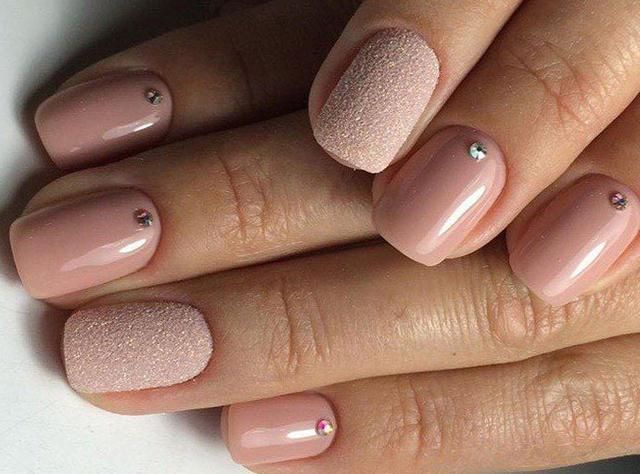 Fashion Manicure In 2018 For Those Who Are Over 40 Years Old Manicure Round Nail Designs Simple Nail Designs