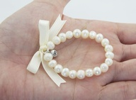 DIY pearl baby bracelets. Tutorial to make this sweet and dainty bracelet for a baby girl.