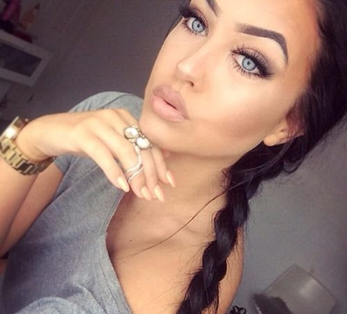 like the makeup simple not too much .. But those eyes BEAUTIFUL !!
