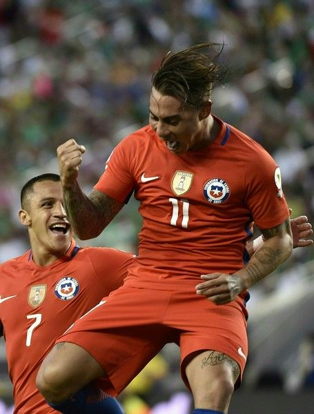 Alexis Sanchez celebrates with Eduardo Vargas.  Chile NT.  Copa America.