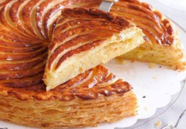 galette des rois légère à la frangipane ww, une délicieuse et jolie galette traditionnelle, pleine de saveur facile te simple à réaliser , composée d'une pâte feuilletée croustillante, fourrée d'une crème d'amande légère.