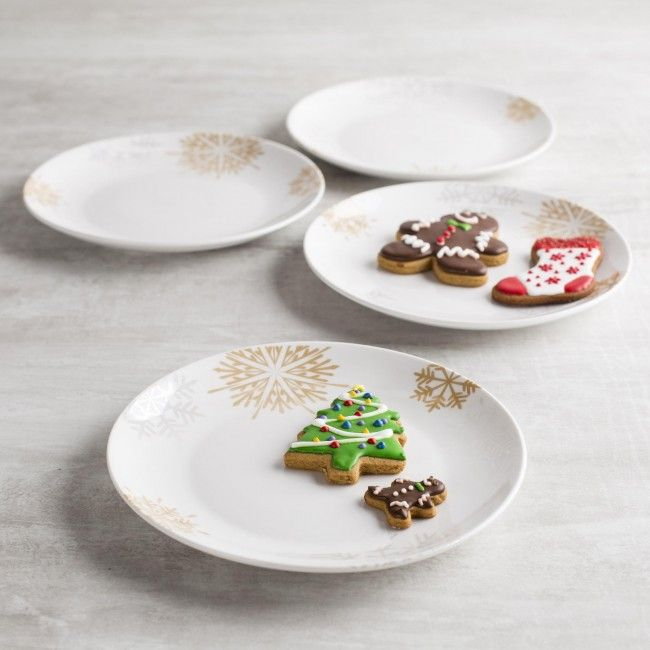 Entertain this season with our Christmas Porcelain Side Plates. Each set comes with four festive plates and they are dishwasher safe for an easy clean up.