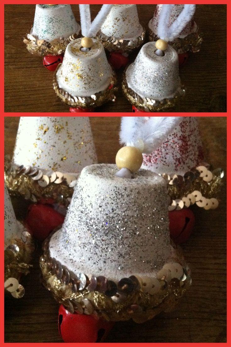 Leuke kerstklokjes gemaakt van hele kleine bloempotjes for Kleine vijverfilter zelf maken