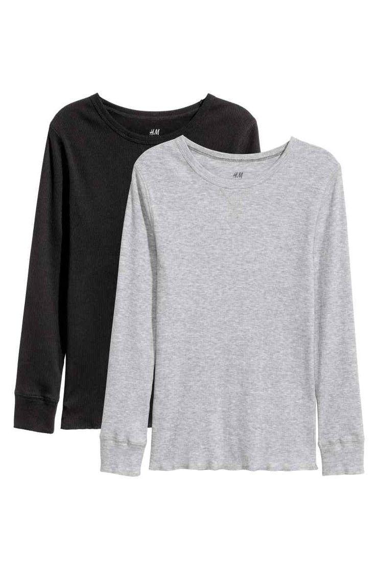 2 camisetas en punto de canalé: CONSCIOUS. Camisetas en punto de canalé de algodón orgánico. Mangas largas, puños en punto elástico y bajo sobrehilado.