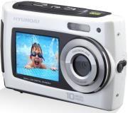 Ανθεκτική, απλή στη χρήση και απολαυστική, η FUN-C-10001 της Hyundai είναι πραγματικά μια φωτογραφική μηχανή για όλη την οικογένεια! Είναι αδιάβροχη και διαθέτει δύο οθόνες για τέλειες υποβρύχιες πόζες!