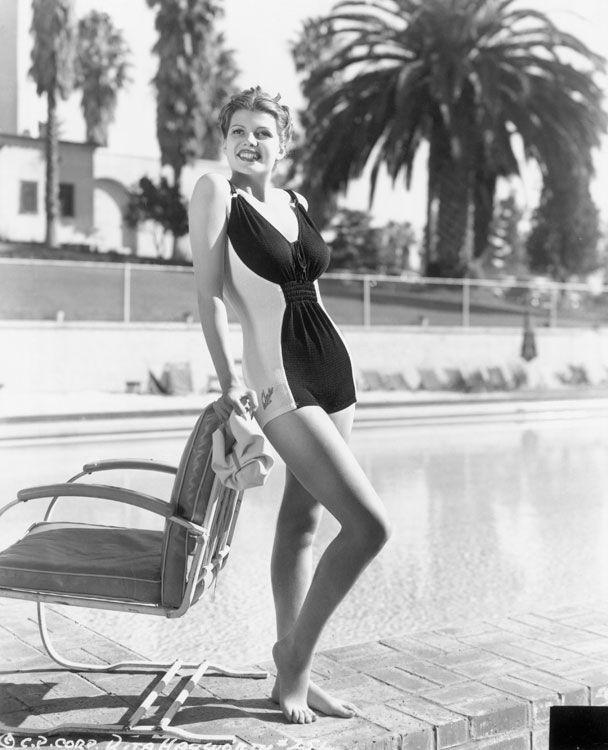Dall'esplosiva Raquel Welch alla sirena del grande schermo Esther Williams, sono parecchie le dive che negli anni hanno interpretato i costumi interi