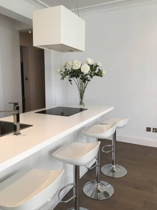 Private room in London, United Kingdom. lovely light filled apartment. It has 3 bedrooms and 2 bathrooms and you will have sole access to the apartment. It is very close to Wimbledon village where there are lots of pubs restaurant and shops. The flat is equipped with everything you ...