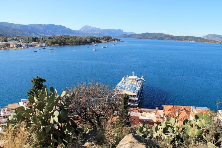 Widok na grecką wyspę Poros