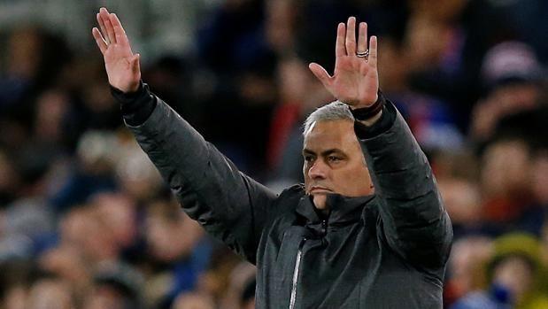 Premier League: El despiadado ataque de Mourinho a toda una leyenda del Manchester United http://sevilla.abc.es/deportes/futbol/abci-premier-league-despiadado-ataque-mourinho-toda-leyenda-manchester-united-201801021627_noticia.html