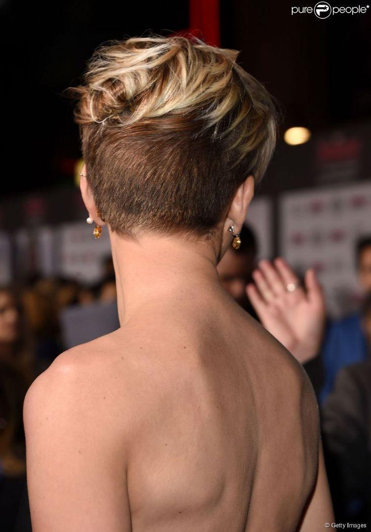 Scarlett Johansson exibe cabelos raspados em pré-estreia do filme 'Os Vingadores'. No longa,...