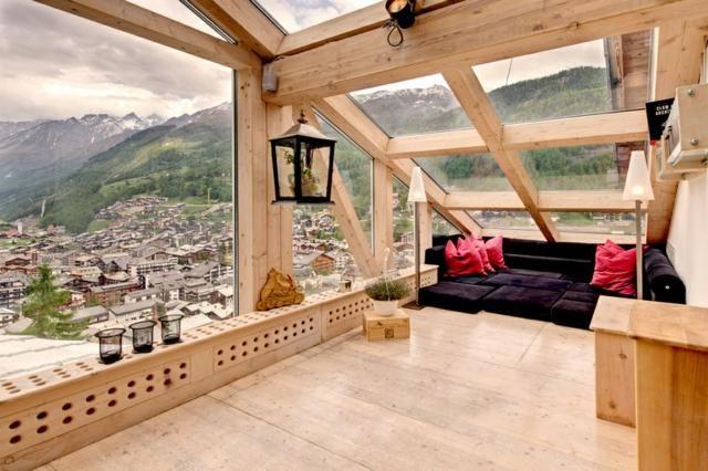 Maison de luxe en bois avec vue magnifique