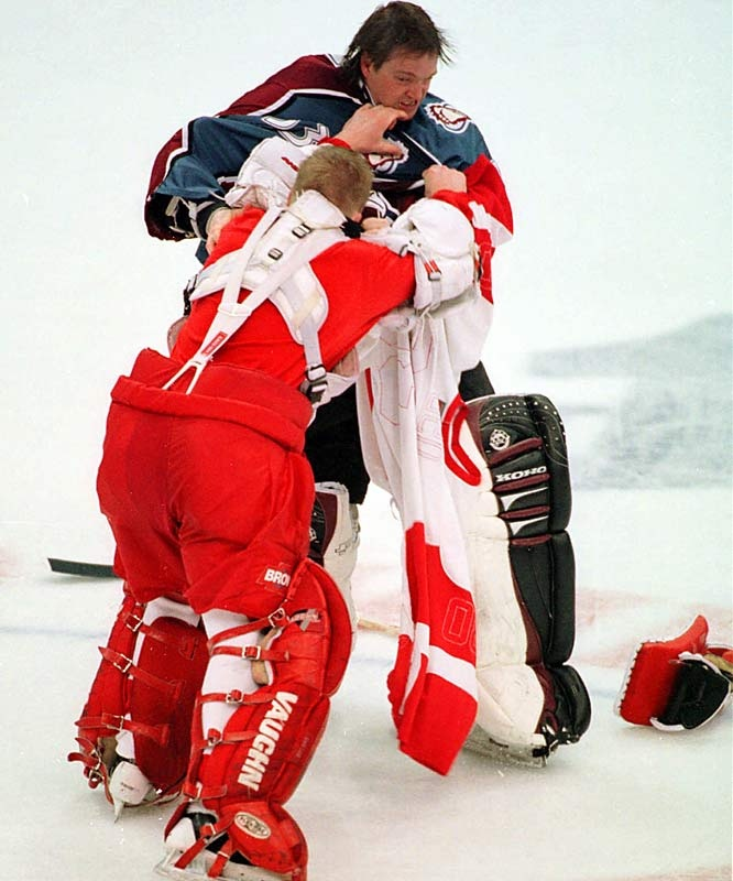 Goalie Fight - Patrick Roy vs. Chris Osgood